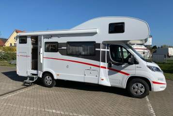 Hire a motorhome in Detmold from private owners| Sunlight Sixpack
