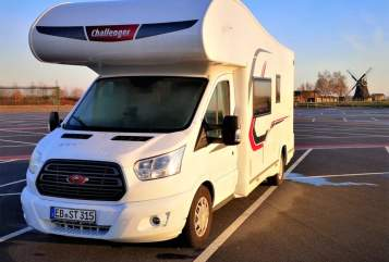 Hire a motorhome in Jesewitz from private owners| Challenger Buddy
