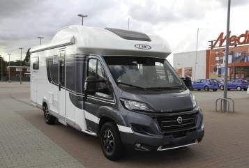 Hire a motorhome in Velbert from private owners| LMC (Lord Münsterland Caravan) LMC Breezer