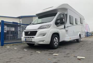Hire a motorhome in Ribnitz-Damgarten from private owners| Dethleffs Trendi