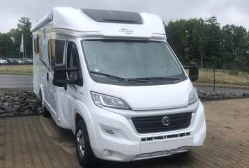 Hire a motorhome in Wiehl from private owners| Carado LobosT447(4)