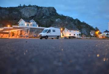 Hire a motorhome in Buchholz in der Nordheide from private owners| Mercedes HighfiveVan