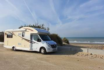 Hire a motorhome in Sennfeld from private owners| AHORN BSWMobil