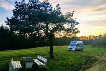 Hire a motorhome in Düsseldorf from private owners| Karmann Karlito