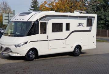 Hire a motorhome in Frechen from private owners| Laika Malaika