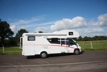 Hire a motorhome in Wapelfeld from private owners| Sunlight WomoRent