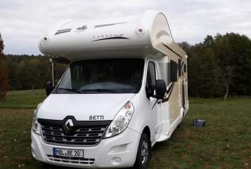 Hire a motorhome in Fredersdorf-Vogelsdorf from private owners| Ahorn - Camp Betti