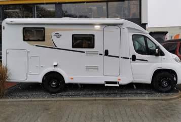 Hire a motorhome in Wölfersheim from private owners  Carado Schwebsi