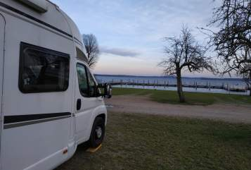 Hire a motorhome in Hamburg from private owners| Weinsberg Cara