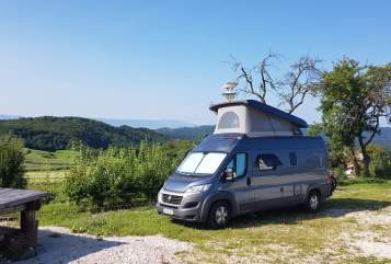 Hire a motorhome in Dresden from private owners| Hymer Greyhound