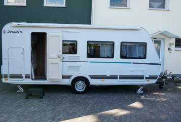 Hire a motorhome in Bielefeld from private owners| Dethleffs Familienfreund