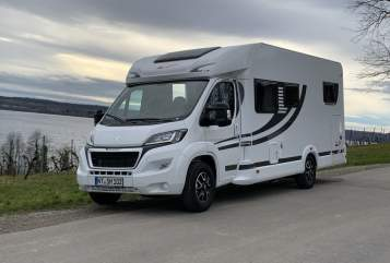 Hire a motorhome in Aichtal from private owners| Orangecamp  Athene