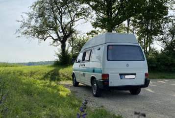Hire a motorhome in Freiburg im Breisgau from private owners| VW Waka