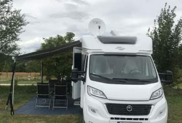 Hire a motorhome in Stuttgart from private owners| Carado Road Runner