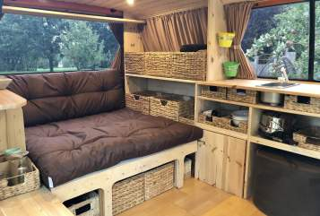 Hire a motorhome in Reußenköge from private owners| VW T4 Syncro Mister Orange