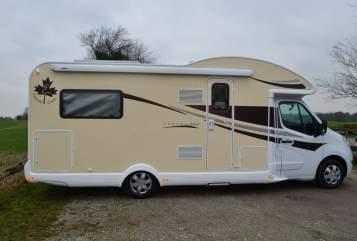 Hire a motorhome in Mettmann from private owners| Ahorn FL Reisemobile