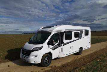 Hire a motorhome in Kirchheim am Ries from private owners| Knaus Sky