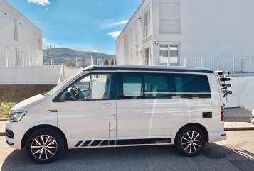 Hire a motorhome in Stuttgart from private owners| VW White Home T6