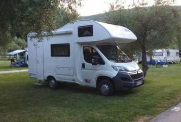 Hire a motorhome in Neuwied from private owners| Citroen Helene`s LieblingsMobil