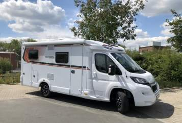 Hire a motorhome in Dortmund from private owners| Weinsberg Bob
