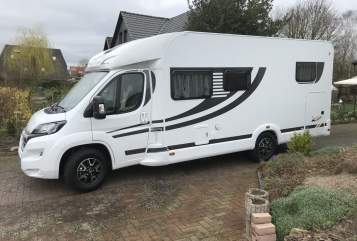 Hire a motorhome in Lauenburg from private owners| Orangecamp Dancer