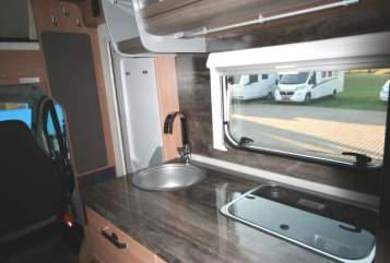 Hire a motorhome in Burghaun from private owners| Knaus Knausi