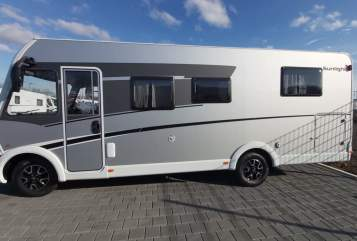 Hire a motorhome in Lutzerath from private owners| Sunlight Raumwunder
