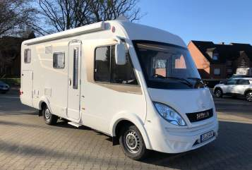 Hire a motorhome in Meppen from private owners| Hymer Hymer