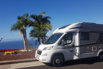 Hire a motorhome in Bochum from private owners| Carado die dicke Inge