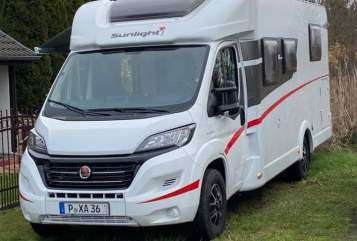 Hire a motorhome in Potsdam from private owners| Sunlight Anne