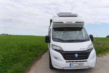 Hire a motorhome in Lappersdorf from private owners| Knaus Hollister XL
