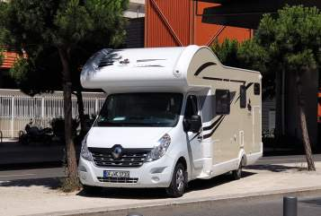 Hire a motorhome in Neu-Isenburg from private owners| Ahorn Camp Werner