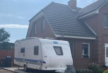 Hire a motorhome in Schwarzenbek from private owners| Hobby Dickerchen