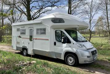 Hire a motorhome in Nuthetal from private owners| Roller Team Miss Sunshine