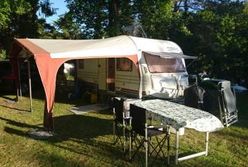 Hire a motorhome in Leichlingen from private owners| Home Car Familien Glück