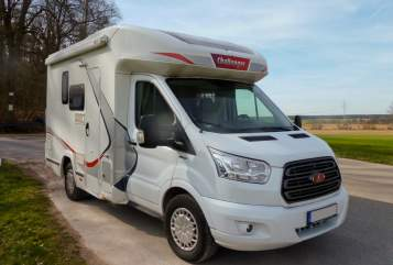 Hire a motorhome in Cadolzburg from private owners| Challenger FoMo-FordMobil