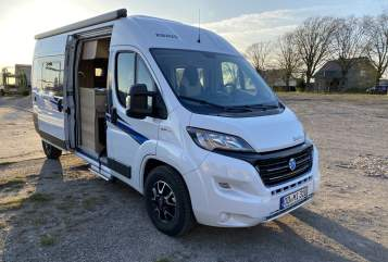 Hire a motorhome in Schwerin from private owners| Knaus Fiete