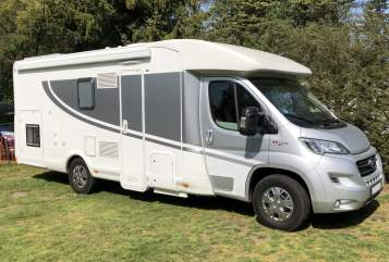 Hire a motorhome in Dinslaken from private owners| Miller DOG-Camper