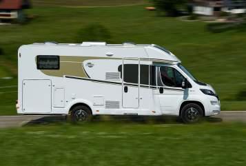 Hire a motorhome in Verbandsgemeinde Kelberg from private owners| Carado Helen 338
