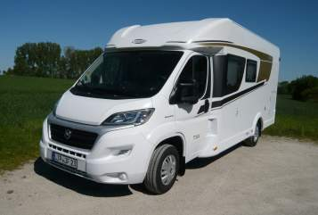Hire a motorhome in Detmold from private owners| Corado T-334
