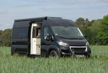 Hire a motorhome in Hannover from private owners| Tourne Mobil 435 blackventure