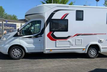 Hire a motorhome in Düsseldorf from private owners| Challenger Majona