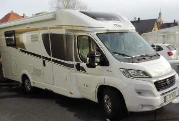 Hire a motorhome in Chemnitz from private owners| Carado Constantin