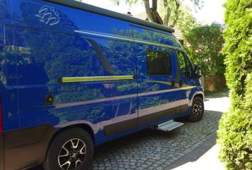 Hire a motorhome in Geltendorf from private owners| Knaus Blaue Reise