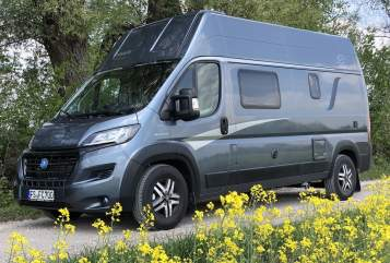 Hire a motorhome in Neufahrn bei Freising from private owners| Knaus Luisa