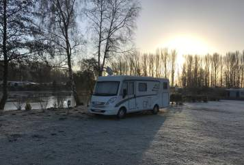Hire a motorhome in Hamburg from private owners| Hymer Lotti