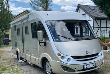 Hire a motorhome in Solingen from private owners| Bürstner Max