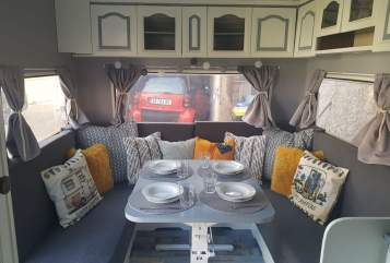 Hire a motorhome in Erfurt from private owners| Hobby 520 Alte Emma