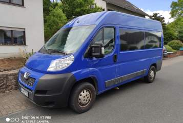 Hire a motorhome in Bonn from private owners| Peugeot Schlumpfine