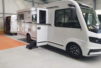 Hire a motorhome in Dresden from private owners| Weinsberg Caracore